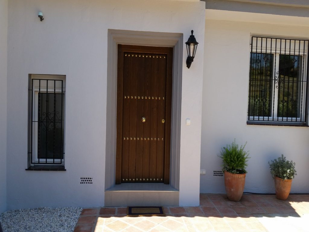Doors Carpenter - Complete Carpentry Fuengirola
